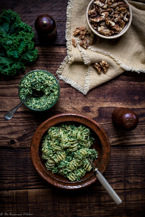 5 minute Kale & Walnut Pesto with Pasta