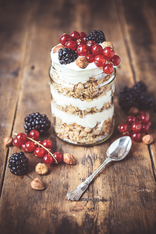 Layered Granola, Yoghurt and Berries