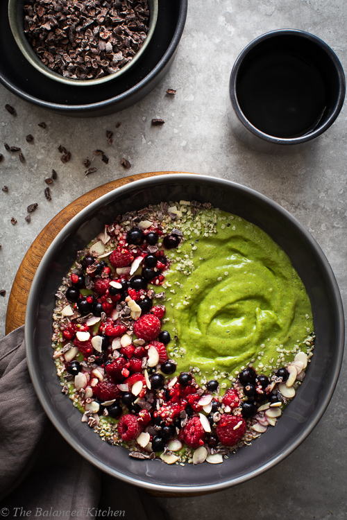 Green Smoothie Bowl with Wheatgrass, Flax & Berries